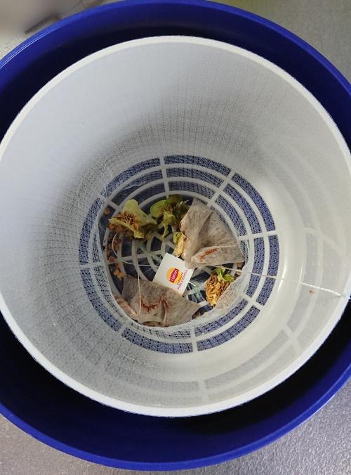 パリパリキューブで乾燥したピーマンのへたと種